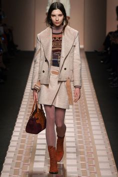 Trussardi AW17 RTW | #5 | http://www.vogue.co.uk/shows/autumn-winter-2017-ready-to-wear/trussardi/collection/