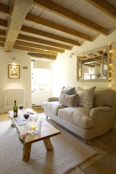 Luxury self-catering cottage Fulbrook, Oxon, self-catering luxury cottage Fulbrook in Oxon Cottage Living Rooms, Home Living Room, Living Room Decor, Cosy Room, Home Interior Design, Decoration, House Design, Cotswold Cottage Interior, Country Cottage Interiors
