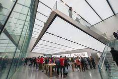 Foster + Partners has completed a major new Apple store close to Hangzhou's West Lake, which combines an understanding of the local context. Retail Architecture, Contemporary Architecture, Architecture Details, Landscape Architecture, Norman Foster, Hangzhou, Cube Store, Exterior Angles, Foster Partners