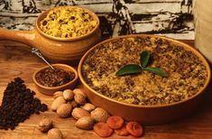 African food is delicious, but isn't always vegetarian friendly. Here are some African vegetarian dishes you need to try. South African Dishes, South African Recipes, South African Bobotie Recipe, South Africa Facts, Meat Recipes, Asian Recipes, Tapas, One Pot Vegetarian, Facts For Kids