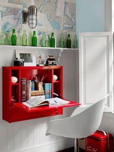 Ikean seinäkaappiin voisi sijoittaa näytön ja langattoman hiiren sekä näppiksen.