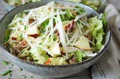 Für diesen Kohlrabi Apfel Salat wurde ich von meiner Freundin Magali aus Genf inspiriert. Das macht sie hin und wieder und das sehr erfolgreich. Diesen Salat zum Beispiel gibt es bei ihr sehr häufi…