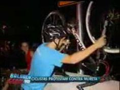 Ciclistas protestam contra mureta na ciclovia