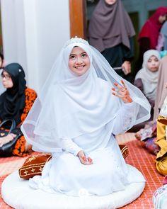 Muslimah Wedding Dress, Hijab Style Dress, Muslim Wedding Dresses, Casual Hijab Outfit, Bridal Dresses, Bridal Hijab, Hijab Bride, Muslim Fashion, Hijab Fashion