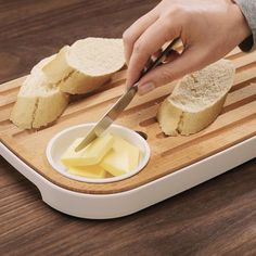 Slice & Serve is an award winning Bread and Cheese Board by Joseph Joseph. Slice & Serve performs several functions, it comprises an attractive, high-quality beech board, a melamine tray, and a removable condiment dish. Melamine Tray, Design3000, Joseph Joseph, Fresh Milk, Bread Board, Serving Dishes, Food Presentation, Food Preparation, Great Recipes