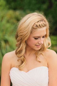 Wedding day front braid. Pretty beach wedding hair idea!