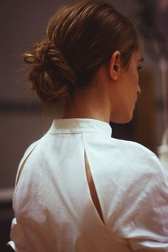 Raglan sleeve, leave center unsewn, scoop out slightly, turn seam allowance under. -- Backstage | Rosie Assoulin Spring 2015.: