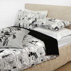 Discover the Disney Comix Duvet Set - 001 - at Amara Mickey Mouse Bett, Mickey Mouse Bedroom, Mickey Mouse House, Disney Dorm, Disney Merch, Disney College, Style Disney, Disney Furniture, Disney Bedding
