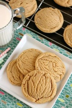 THESE ONES ARE YUMMY AND SUPER EASY.These Thick and Chewy Peanut Butter Cookies are slightly crisp on the outside, tender and soft on the inside, plus you just scoop and bake them! No rolling in sugar and pressing with a fork required! Chocolate Chip Cookies, Soft Peanut Butter Cookies, Peanut Butter Recipes, Brownie Cookies, Cookie Desserts, Yummy Cookies, Just Desserts, Delicious Desserts, Peanut Better Cookies