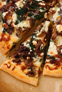 A caramelized onion feta spinach pizza with white sauce. Balsamic caramelized on… Sponsored Sponsored A caramelized onion feta spinach pizza with white sauce. Balsamic caramelized onions, garlic, sautéed spinach and feta cheese make this a gourmet pizza! Feta Pizza, Pizza Pizza, Crust Pizza, Pizza Dough, Pizza Party, Garlic Pizza, Bacon Pizza, Vegetarian Recipes, Cooking Recipes