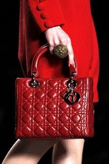 Christian Dior - Dior Bag - Ideas of Dior Bag - Christian Dior Red Fashion, Fashion Bags, Fashion Accessories, Dior Fashion, Christian Dior, Christian Audigier, Miss Dior, Dior Handbags, Purses And Handbags
