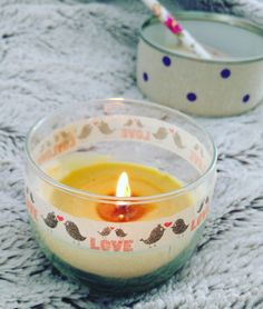 """En éstos días de invierno no hay nada más """"cozy"""" que la luz tenue de las velas. Pero, que pasa cuando se nos gasta una vela de vaso?? No problem! Hoy vamos a ver cómo reutilizarlos. Nec…"""