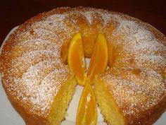 Bolo de Laranja Húmido Ingredientes: 5 ovos 100 gr de margarina 1 1/2 chávenas de chá de açúcar 2 chávenas de chá de farinha 2 colheres de chá de fermento Sumo de 2 laranjas Raspa 1/2 laranja Calda: 1 laranja 3 colheres de sopa de açúcar Preparação: Bolo: Derreta a margarina juntamente com a raspa …