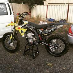Just can't wait to get my sprockets for this thing  need to ride it #bikebuild #rmz450 #suzuki #fmx #stockshrouds?? #hmmm
