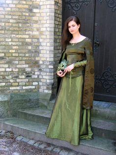 The Green Lady by Farothiel.deviantart.com on @DeviantArt