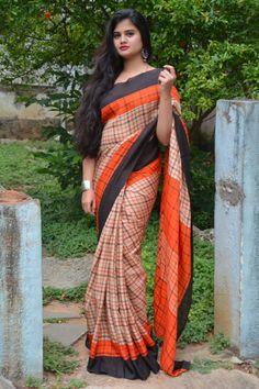 Sepia Fresh Linen Saree with checks- Light brown coloured simple saree Indian Designer Sarees, Indian Sarees, Bollywood Saree, Bollywood Fashion, Sabyasachi Bride, Kerala Bride, Cotton Sarees Online, Saree Blouse Neck Designs, Plain Saree