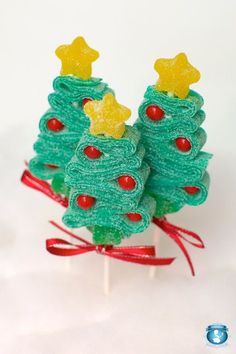 12 Christmas Tree Candy Kabobs by Sweets Indeed Christmas Gingerbread House, Christmas Sweets, Christmas Goodies, Christmas Candy, Christmas Baking, Winter Christmas, Holiday Fun, Christmas Crafts, Christmas Tree