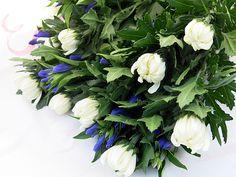 2013年8月14日(水) こんにちは。今日は午前中にお墓参り。蒸し焼きになりそうな炎天下...親戚が3日前に供えた花はヘロヘロ。新しい花をお供えし、汗だくで手を合わせて帰ってきました。お盆は、白い菊とリンドウの組み合わせでシンプルに~(^^  それでは、今日も皆様にとって良い1日になりますように☆ 【加古川・藤井質店】http://www.pawn-fujii.jp/