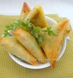 Voici un grand classique de la cuisine indienne, des samossas. A base de légumes et de fromage , ces samossas se laissent fac...