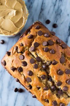 Butter Chocolate Chip Bread Skip the toast and make this super soft, extra flavorful, ridiculously moist Peanut Butter Chocolate Chip Bread.Skip the toast and make this super soft, extra flavorful, ridiculously moist Peanut Butter Chocolate Chip Bread. Just Desserts, Delicious Desserts, Dessert Recipes, Yummy Food, Jelly Desserts, Eggless Desserts, Easter Desserts, Quick Bread Recipes, Sweet Recipes