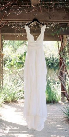 Wedding dress idea; Featured Photographer: Ryan Johnson Photography