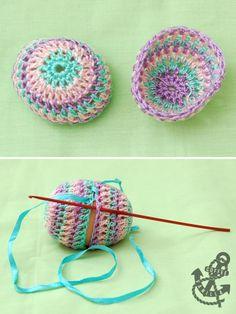 Crochet Pisanki Tutorial - Step by Step Easter Egg Crafts, Easter Projects, Easter Eggs, Crochet Yarn, Crochet Flowers, Free Crochet, Crochet Edgings, Knitting Projects, Crochet Projects