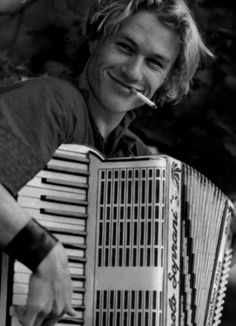 heath ledger plays the accordion? *swoons*
