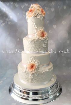 Four tiers with lace and roses ...