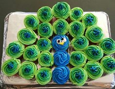 Easy Peacock Cupcakes.  When your kiddo requests a peacock cake for their birthday......  No Elsa cakes here!   That would be too easy!   Lol.