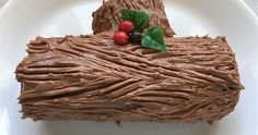 This rich chocolate cake, flavored with coffee liqueur and rolled up around a cream cheese filling, is a classic Christmas dessert. Holiday Cakes, Christmas Desserts, Christmas Baking, Christmas Cakes, Christmas Ideas, Xmas Food, Christmas Goodies, Christmas Stuff, Merry Christmas