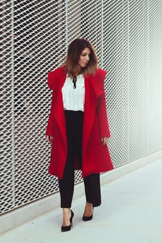 When in doubt wear red ❤️ #fashion #fashionbloggers #ootd #red #coat