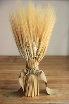 """I wanted to share all of the details from this Thanksgiving """"Harvest Wheat"""" table that I set last week. I think that people ten. Wheat Centerpieces, Wheat Decorations, Wedding Decorations, Communion Decorations, Ikebana, Fresh Farmhouse, Modern Country, Country Living, Fall Harvest"""