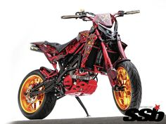 Forget dirt, this 549cc V-twin supermoto was designed to kill city streets.