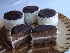 Kipróbált és bevált receptek ...: Kozák sapka Hungarian Desserts, Hungarian Recipes, Christmas Sweets, Sweet Desserts, Cakes And More, Cake Cookies, Cheesecake, Food And Drink, Favorite Recipes
