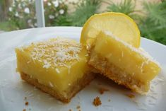 The tart acidity of lemons works wonders in easy dessert recipes, and that flavor combination shines in this Luscious Lemon Bars recipe from Kelly of The Nourishing Home. The dish fit for a gluten free diet thanks to low carb almond flour. Paleo Dessert, Delicious Desserts, Dessert Recipes, Yummy Food, Fun Food, Dessert Ideas, Gluten Free Sweets, Gluten Free Baking, Healthy Baking