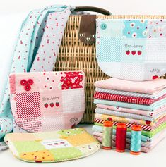 The sweetest zipper bags made with Sweet Orchard fabrics - includes free DIY template! Small Sewing Projects, Sewing Crafts, Craft Projects, Diy Crafts, Quilting Projects, Duck Tape Crafts, Sewing To Sell, Baby Girl Quilts, Cloth Pads