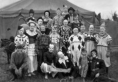 【1900年前後】アメリカで催されたサーカスのピエロや曲芸師たちを捉えたレトロな写真「Circus」   ARTIST DATABASE