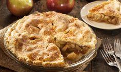"""La """"American apple pie"""" es una tarta de manzana muy popular en la cocina de Estados Unidos que se elabora horneando una masa rellena de manzanas especiadas troceadas."""