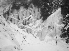 Franklin Falls snowshoeing -byiparkwa
