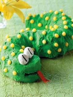Birthday Snake  Using a bundt cake, cut and arrange the pieces in an 'S' shape.  from easy cut-up cakes for kids