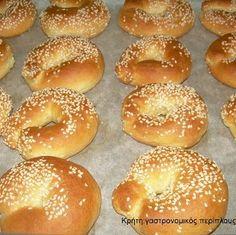 Δεν είναι λαχταριστά; Από τις αγαπημένες μου δραστηριότητες στην κουζίνα είναι το ζύμωμα.Ζύμες, πίτες, ζυμαράκια, κουλουράκια,ψωμάκια, γλυκά, αλμυρά, απλοϊκά,σύνθετα,φούρνου,τηγανιού, κατσαρόλας, όλα τα ζυμένια κατασκευάσματα είναι αυτό που λέμε «κόλλημα» μου. Η συνταγή που θα σας δώσω υπάρχει στα περισσότερα κρητικά σπίτια, είτε στα τετράδια των νοικοκυράδων, είτε μέσα στο μυαλό …