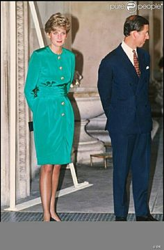 How beautiful Princess Diana looked. Her beauty and grace unappreciated by Prince Charles. Princess Diana And Charles, Princess Diana Family, Prince And Princess, Real Princess, Princess Style, Elizabeth Ii, Princess Diana Fashion, Diane, Lady Diana Spencer