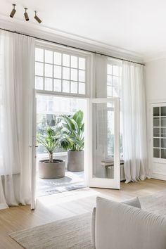 Home Decoration Bedroom .Home Decoration Bedroom Home Design, Home Interior Design, White House Interior, Interior Windows, Minimalist Home Interior, Interior Livingroom, Interior Plants, White Home Decor, Interior Ideas