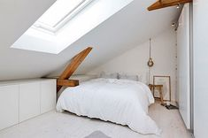 Bolig til salgs Comfy Bedroom, Bedroom Loft, Dream Bedroom, White Bedroom, Attic Bedrooms, Penthouse Apartment, Ikea Home, Spare Room, Bedroom Styles