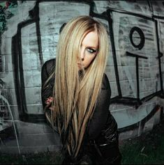 Avril Lavigne Style, Avril Lavigne Photos, Avril Levigne, Punk Rock Princess, Mean Girls, Actor Model, About Hair, Absolutely Gorgeous, My Idol