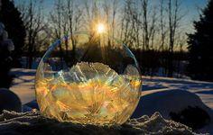 Vídeo capta momento em que bolha de sabão congela