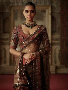 Take a taste of India ღ Indian Fashion Dresses, Dress Indian Style, Indian Designer Outfits, Indian Designers, Sari Design, Indian Beauty Saree, Indian Sarees, 00s Mode, Sabyasachi Sarees
