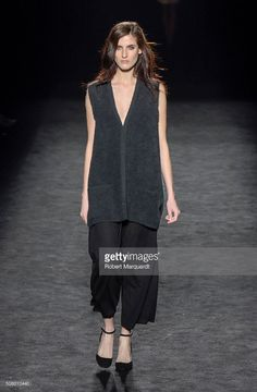 model-walks-the-runway-at-the-sita-murt-show-during-the-barcelona-080-picture-id508010440 (670×1024)
