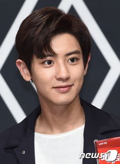 Chanyeol - 160902 Lotte Pepero fansign Credit: News1. (롯데 빼빼로 팬사인회)