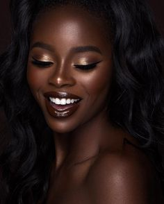 Eyeshadow looks for dark skin adorable gold lid brown lip melanin makeup 7 photo Dark Skin Makeup, Dark Skin Beauty, Natural Makeup, Black Beauty, Ebony Beauty, Eye Makeup, Dark Skin Eyeshadow, Makeup Emoji, Beauty Makeup